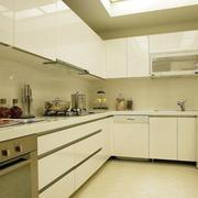 浅色调的厨房厨柜