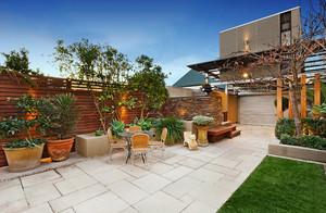 大户型复式楼简约阳台花园设计效果图