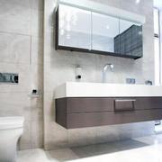纯白色调浴室设计