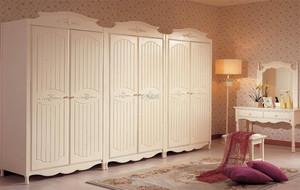 米白色的家居衣柜