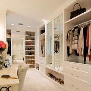 温婉舒适的衣柜展示