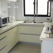 U字型小厨房设计