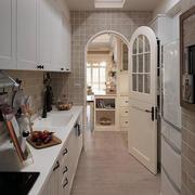 家庭小厨房拱形门
