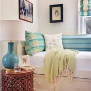 纯色调卧室照片墙