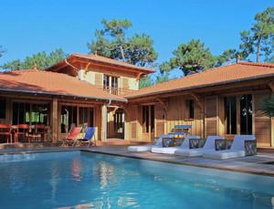 2016精美的现代实木别墅装修效果图实例