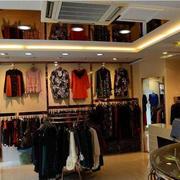 简单朴素的服装店