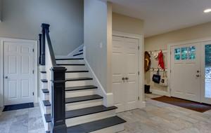 黑白色调的小楼梯
