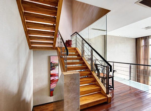 小户型复式楼自然实木楼梯设计装修图