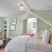 阁楼浅绿色卧室展示