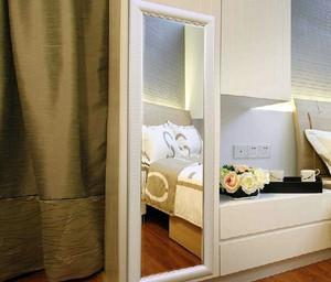 现代单身公寓卧室穿衣镜装修效果图