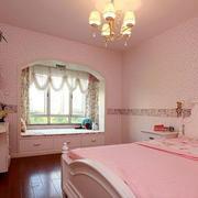 粉色小户型卧室飘窗