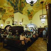 咖啡馆设计背景墙图