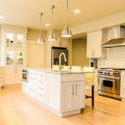 温馨暖色调厨房展示