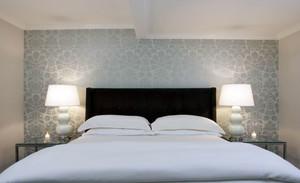 温婉现代22平米卧室液体壁纸效果图