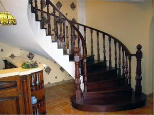 错落有致的经典阁楼实木楼梯装修效果图大全