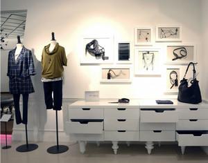 都市繁华地段时尚服装店装修效果图鉴赏