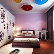 都市老房屋浪漫紫色榻榻米卧室装修图