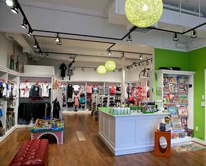现代都市唯美的童装店装修效果图鉴赏