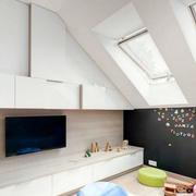 阁楼简单小窗户欣赏