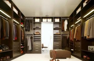 现代步入式衣帽间黑色衣柜设计效果图