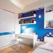 轻快小卧室便利书桌