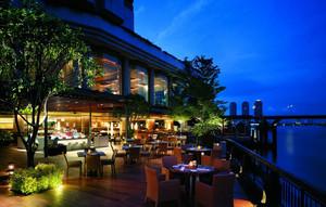 现代商务酒店露天西餐厅装修效果图