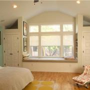 温馨小阁楼简约卧室飘窗装修设计效果图