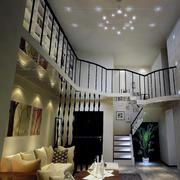 独特的欧式风格精致复式楼客厅装修效果图