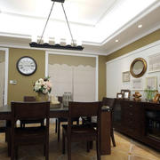 美式餐厅深色系餐桌椅