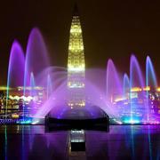 霓虹灯下的喷泉