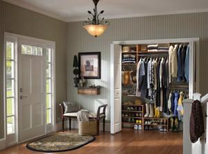 精致小别墅进门玄关整体鞋柜效果图
