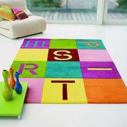 字母款式的地毯