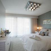 家装卧室温馨窗帘