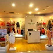 42平米小型简约童装店面装修效果图