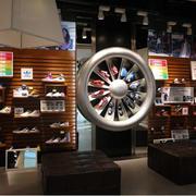 展示柜别致的鞋店