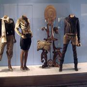 新古典服装店橱窗展示