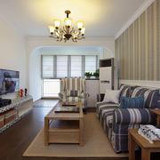 单身公寓客厅整洁布置