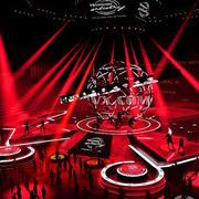 红色灯光的舞台