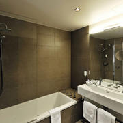 77平米单身公寓现代小浴室装修效果图