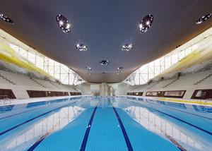 容量大:现代都市体育游泳馆设计效果图