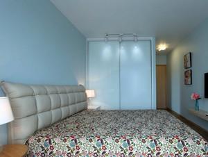 收纳好帮手:现代小卧室入墙式衣柜设计图