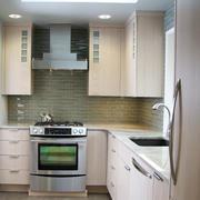 小厨房原木色橱柜
