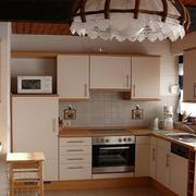 简约浅色调小厨房