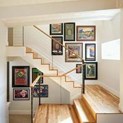 跃层住宅楼梯照片墙