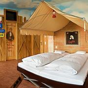 犹如穿越一般,混搭卧室装修设计