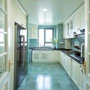 家居大厨房白色橱柜