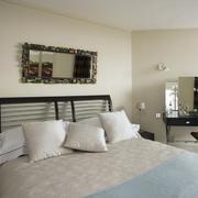 别墅舒适卧室图片