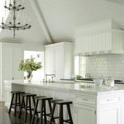 阁楼白色纯洁厨房设计