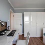 家庭小卧室白色衣柜