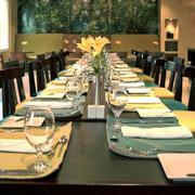 酒店西餐厅餐桌布置
